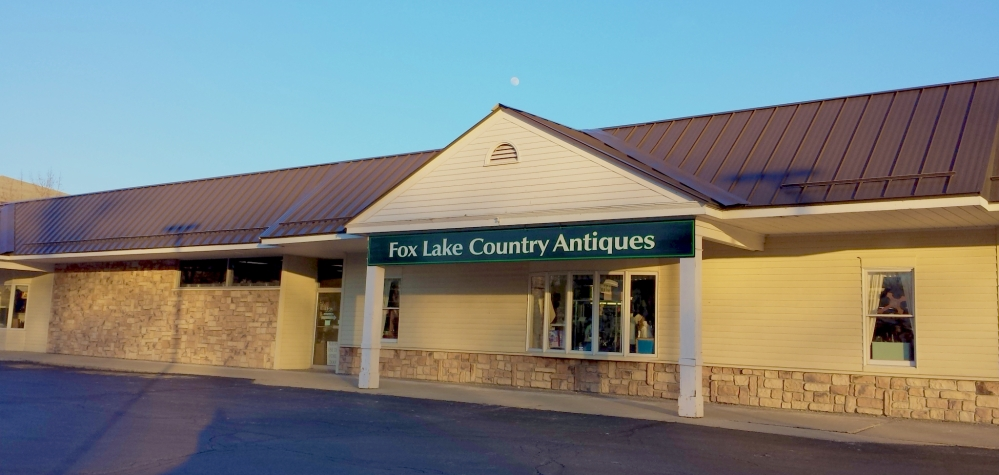 Fox_Lake_Country_Antique_Mall_2000w