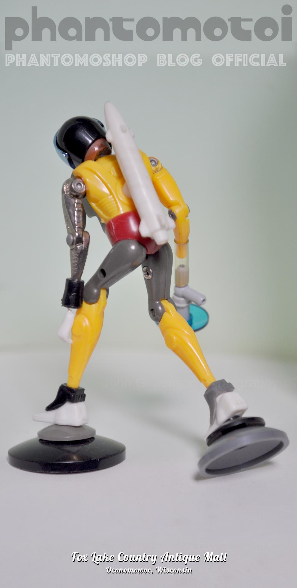 Microman_Mash_YellowJaquette_BACK_800w