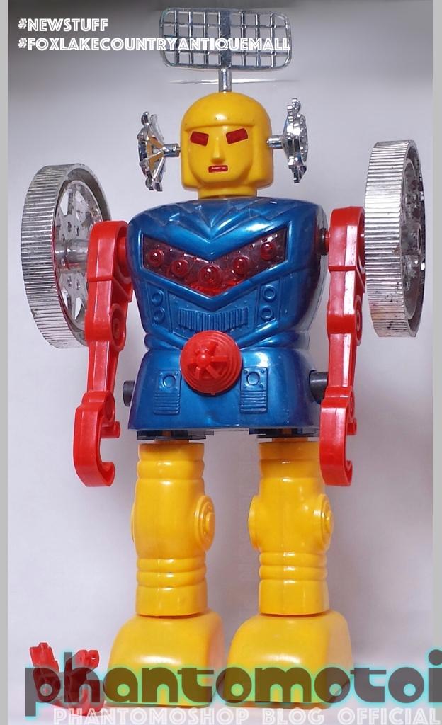 Phantomotoi_Giant_Funny_Robot_600w